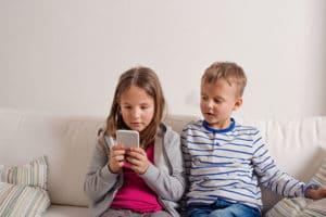 children talking to absent parent